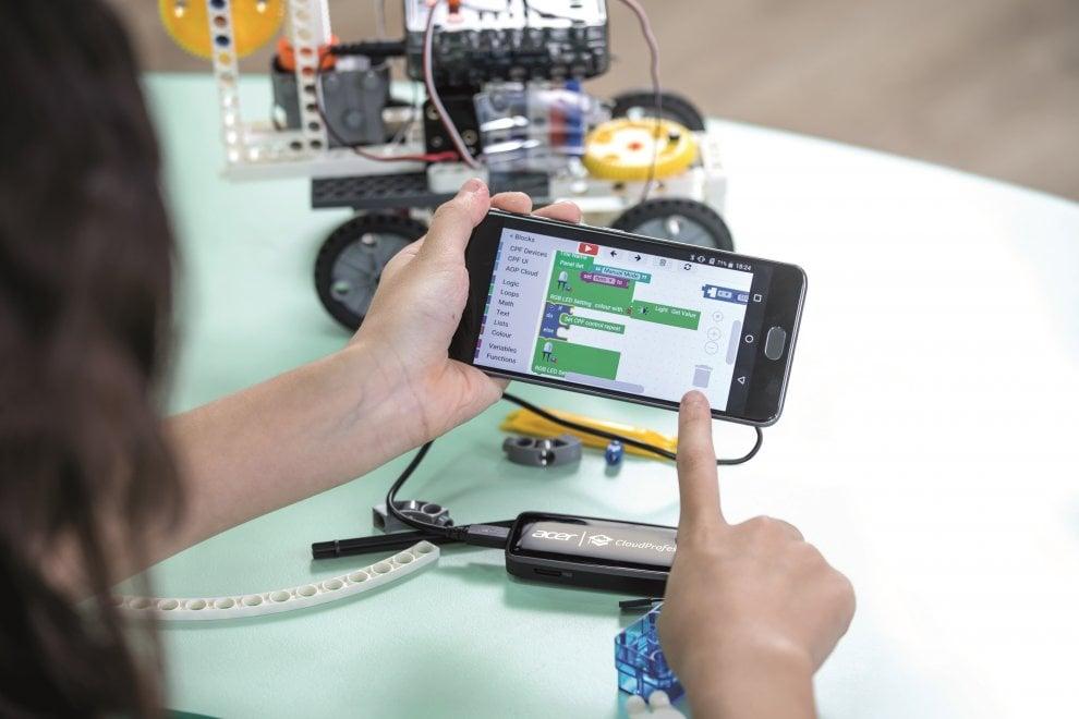 Acer, mixed reality e coding per il mondo della scuola