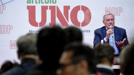"""L'ovazione di Mdp per Grasso e l'offerta dei bersaniani: """"Puoi essere il leader"""""""