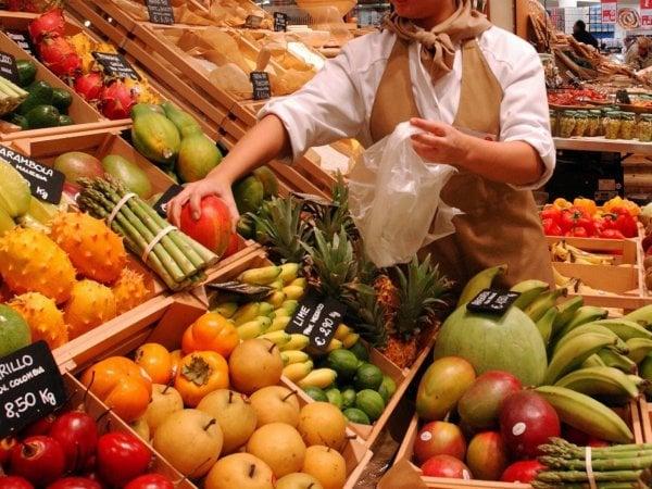 Più pesce e frutta: la svolta salutista sulla tavola degli italiani