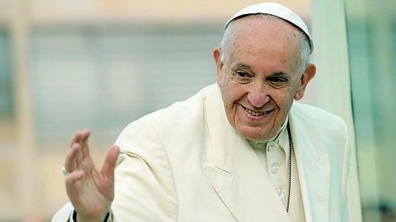 """Il Papa ai sindaci: """"Andate nelle periferie e accogliete chi arriva"""""""