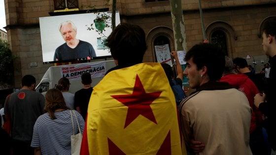 Assange: in Catalogna è iniziata la prima guerra mondiale di internet