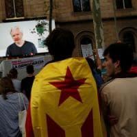Referendum Catalogna, Assange contro la censura online di Madrid: