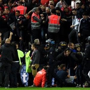 Amiens, crolla balaustra stadio durante partita, spettatori feriti