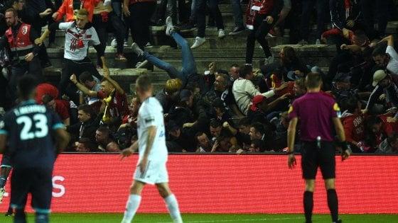 Ligue 1, disastro ad Amiens: crolla la balaustra del settore ospiti