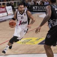 Basket, per Bologna il ritorno in A è amaro: Trento rimonta da -18 e vince in volata
