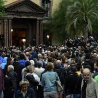 Referendum Catalogna, scontri e violenze ai seggi. Rajoy: