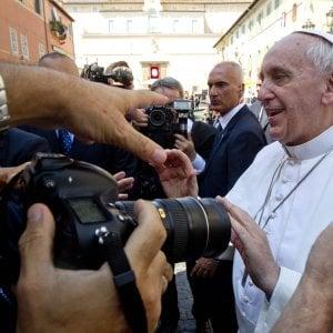 """Il Papa visita l'Emilia-Romagna: """"Politica non ceda il passo a finanza e potere mediatico"""""""
