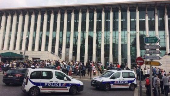 Paura a Marsiglia: ferisce due persone con un coltello, ucciso dalla polizia