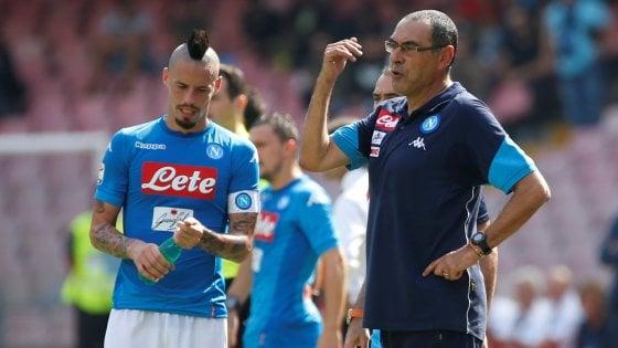 """Napoli, Sarri: """"Noi come la Juventus? Loro restano un gradino sopra"""""""