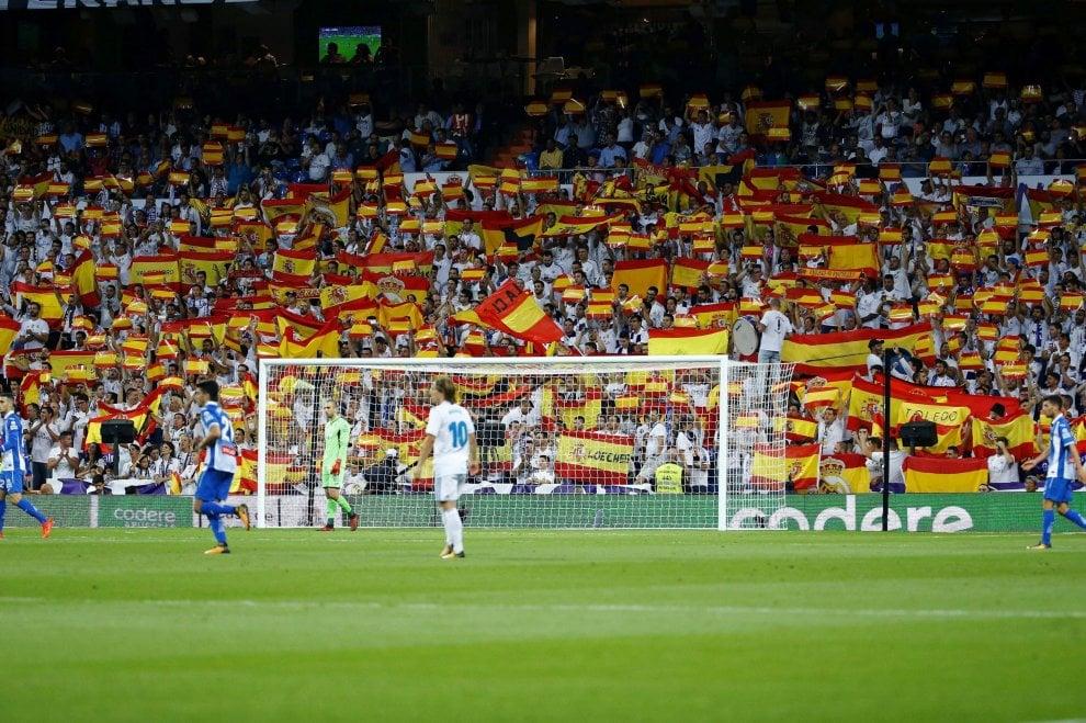 Il Bernabeu replica alla Catalogna: bandiere spagnole sugli spalti