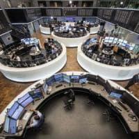 Madrid accusa il colpo del voto catalano. Sale lo spread, tengono le altre Borse Ue