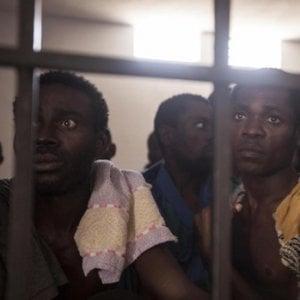 Rotte migratorie e torture nei lager libici, le testimonianze dei migranti
