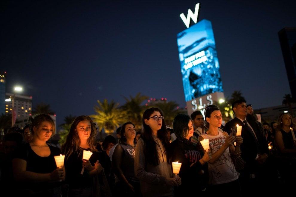 Las Vegas, strage al festival country: la lunga notte di preghiera per le vittime