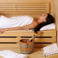 I benefici della sauna, la lezione finlandese: suda che ti passa