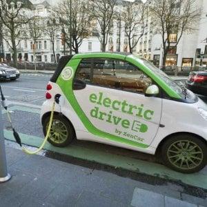 Auto elettrica, la Ue vuole la creazione dell'Airbus delle batterie