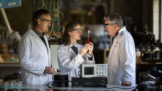 Elettricità dalle lacrime: l'esperimento degli scienziati di Limerick