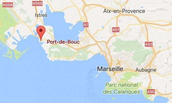 Francia, coppia arrestata vicino a Marsiglia: in auto avevano lanciarazzi e un kalashnikov