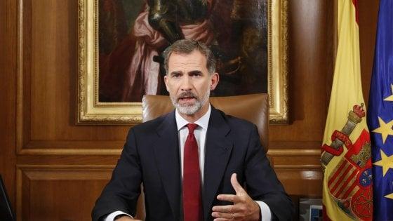 """Il re Felipe difende la Spagna unita: """"Dalle autorità della Catalogna slealtà inaccettabile"""""""