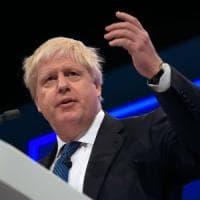 Brexit, applauso conservatori per Boris Johnson e la sua gaffe: