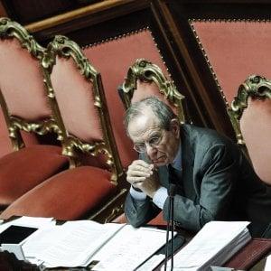 """Def, da Senato e Camera ok a scostamento sui conti pubblici. Maggioranza apre a Mdp: """"Rivediamo superticket sanità"""""""