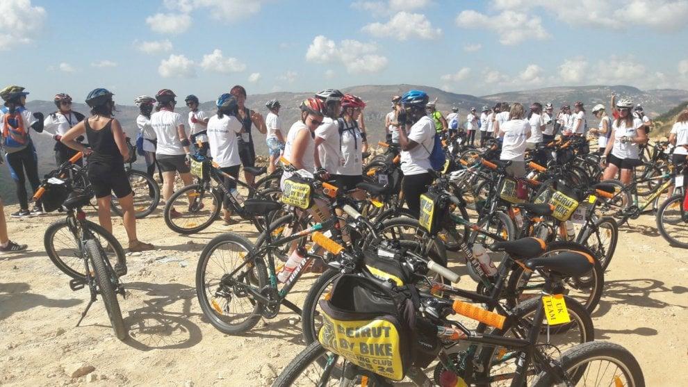 Libano, centoventi donne in bicicletta contro la guerra e le violenze in Medio Oriente