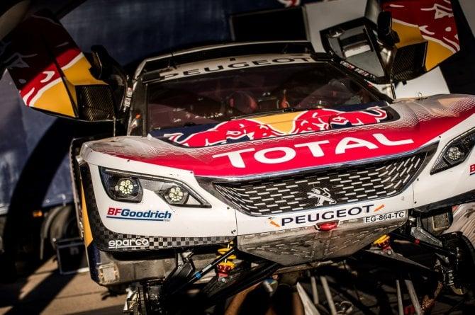 Rally del Marocco - Le Peugeot 3008DKR accendono i motori