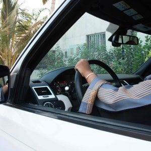 Band musicale in video e una donna al volante, il cambio di marcia dei sauditi