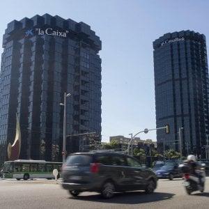 La sede della Caixa a Barcellona: secondo le indiscrezioni si potrebbe trasferire alle Baleari in caso di secessione della Catalogna. Il banco Sabadell ha già scelto Alicante