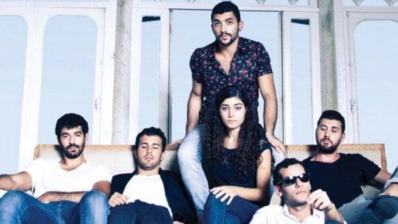 Egitto, arrestati in 27 con l'accusa di essere gay: avevano assistito al concerto dei Mashrou' Leila