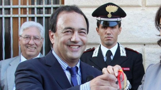 """Migranti, sindaco Riace indagato per concussione e truffa. Lucano: """"Attacco a nostro sistema di integrazione'"""