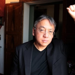 """Kazuo Ishiguro: """"Lo meritavano Rushdie e Murakami. Ma che bello stare accanto al mio eroe Dylan"""""""