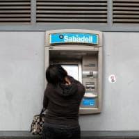 Catalogna, paura per l'indipendenza: banche e aziende lasciano la regione autonoma
