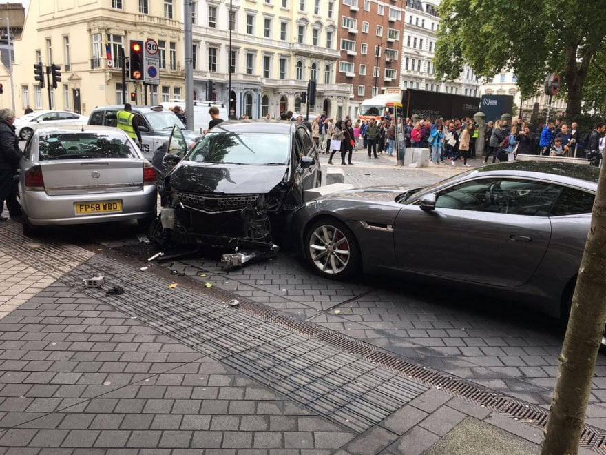 Londra, le foto dell'auto piombata sui pedoni davanti al Museo di Storia naturale