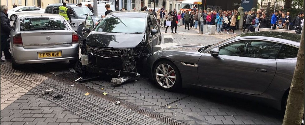 """Londra, auto contro pedoni: fermato un uomo. Scotland Yard: """"È stato un incidente stradale"""""""
