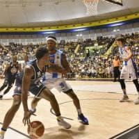 Basket: Torino concede il bis piegando Sassari, per Cantù prima gioia nel silenzio