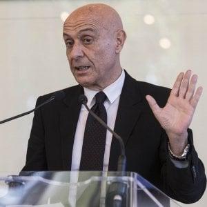 """Migranti, Minniti: """"Mio obiettivo è chiudere i grandi centri di accoglienza"""""""