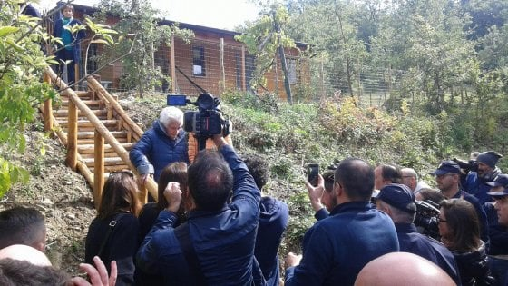 """Terremoto: Peppina, la 95enne sfrattata, lascia casa: """"È abusiva, niente condono"""""""