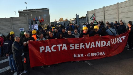 Ilva in sciopero contro esuberi e rivoluzione del contratto. Oggi l'incontro al Mise