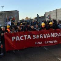 Ilva in sciopero contro i tagli. Salta il tavolo al Mise, Calenda chiede garanzie per i lavoratori