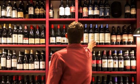 Bulzoni dai vini sfusi all 39 enoteca con cucina 90 anni for Idee per arredare enoteca
