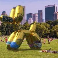 Snapchat, il primo atto vandalico in realtà aumentata: il Balloon Dog di Jeff Koons ricoperto di tag
