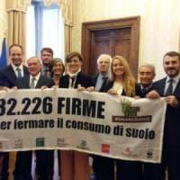 """Difesa del suolo, consegnate a Grasso 82mila firme: """"Sbloccare subito la legge al Senato"""""""