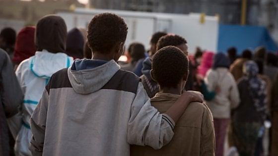 Adolescenti stranieri, sono più di duemila i tutori volontari in Italia