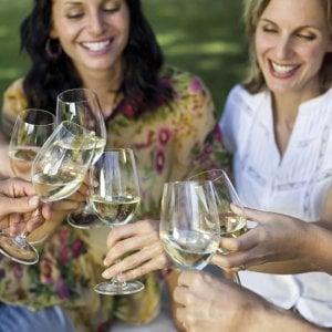 Le donne preferiscono il vino bianco, il gene del gusto guida scelta