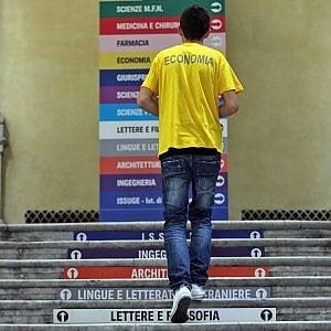 Lavoro, un giovane italiano su due pensa che guadagnerà meno dei genitori