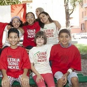 """Ius Soli, in piazza la società civile con insegnanti, genitori e alunni stranieri, """"italiani a metà"""""""