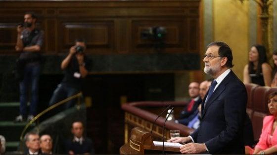 """Rajoy dà 5 giorni di tempo alla Catalogna: """"Da Puigdemont attacco sleale"""""""