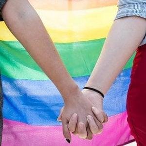 """Coming out day. """"Ho detto a mia madre che sono gay, ora sfiliamo assieme per i miei diritti"""""""
