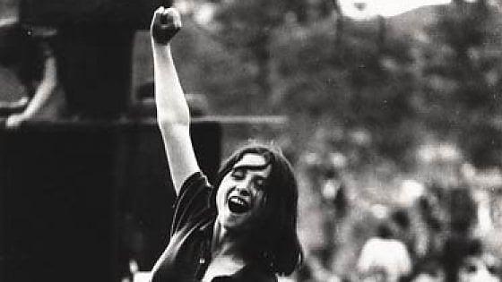 """""""In quella foto del '74 sono io, Giovannina, che vola su tanti giovani assetati di futuro"""""""