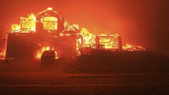 Usa, l'inferno in California: oltre 600 dispersi, 23 morti e 3500 abitazioni distrutte